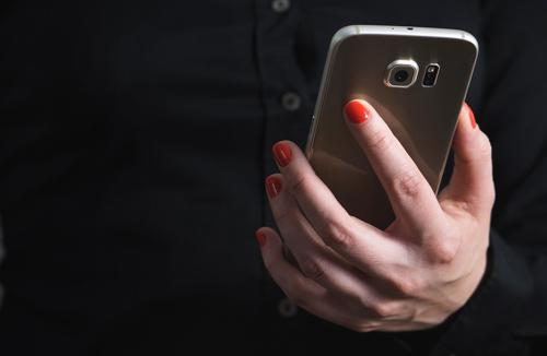 woman-mobile-phone